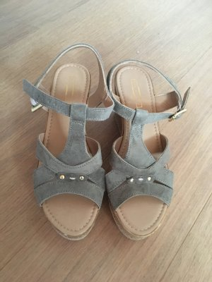 Hohe Schuhe Sandalen mit Absatz khaki Velour Wildleder Gr. 39 NEU