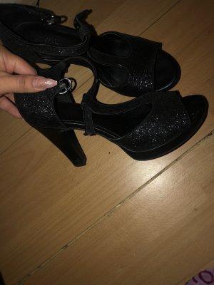 Hohe Schuhe von Deichmann