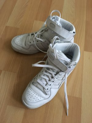 Hohe Sneaker von Adidas