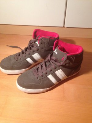 Hohe Sneakers