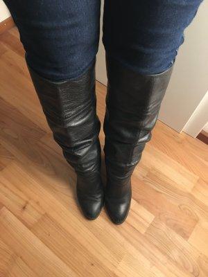 Hohe Stiefel aus echtem Leder