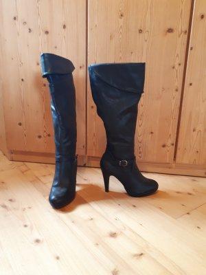 Hohe Stiefel mit seitlicher Schnalle