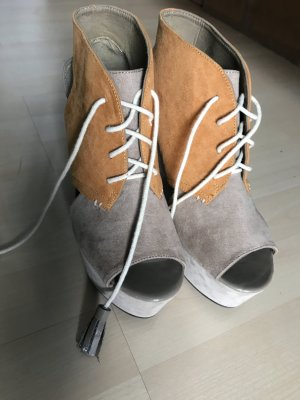 Hohe stylische Schuhe