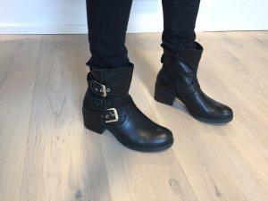 Hoher Boot in schwarz