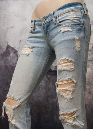 HOLLISTER by Abercrombie & Fitch ~ JEANS ~ USED-LOOK ~ SIZE 0R (74cm)