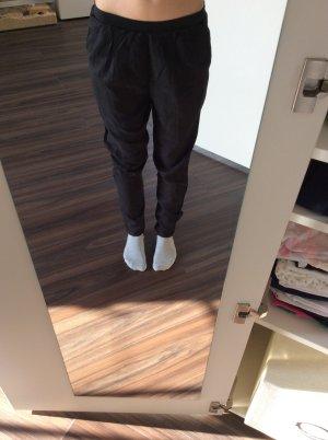 Hollister Hose mit Reißverschluss an Knöcheln