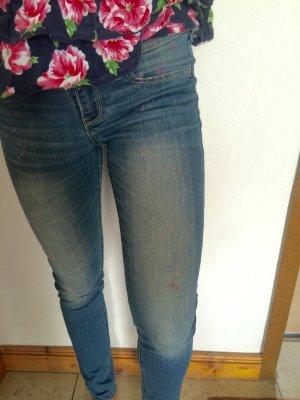 Hollister Jeans mit bunten Tupfen