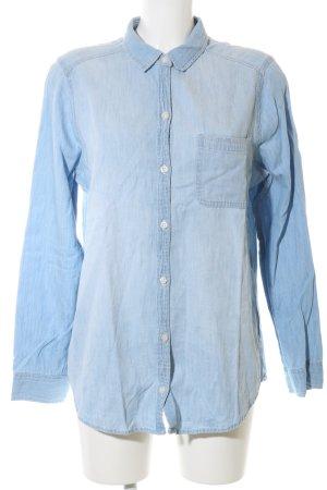Hollister Camisa vaquera azul look casual