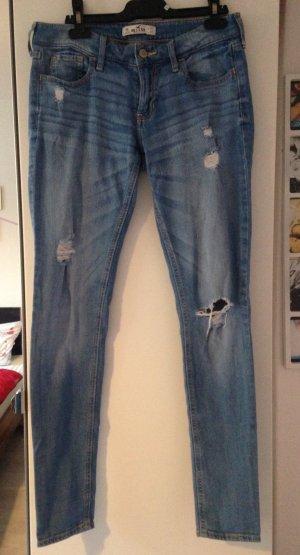 Hollister Jeanshose mit kleinen Löchern