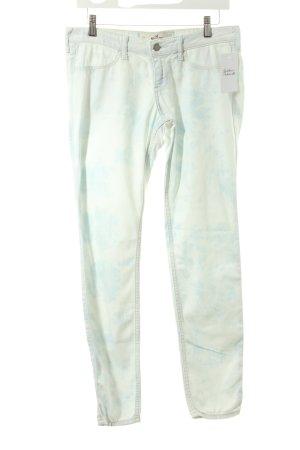 Hollister Skinny Jeans hellblau-weiß Batikmuster Casual-Look