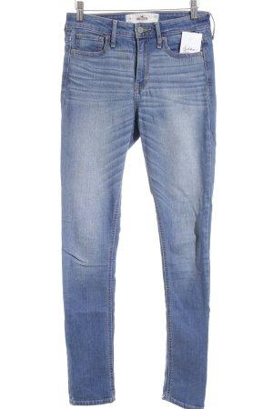 Hollister Skinny Jeans kornblumenblau-himmelblau Street-Fashion-Look