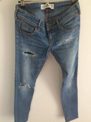 Hollister Skinny Jeans mit Löchern
