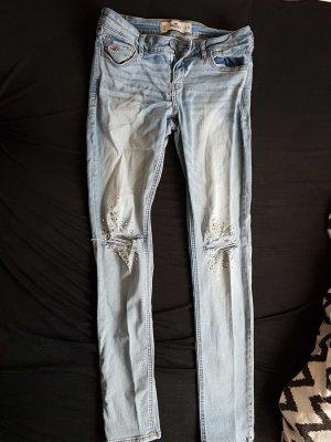 Hollister Stretch Jeans mit Steinchen und Zirkonia Zerrissen Gr. 9 / 29 Gr. 38