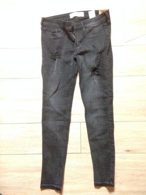 Hollister Super Skinny Jeans Größe 5R W27 L31 verwaschenes Schwarz mit Löchern destroyed