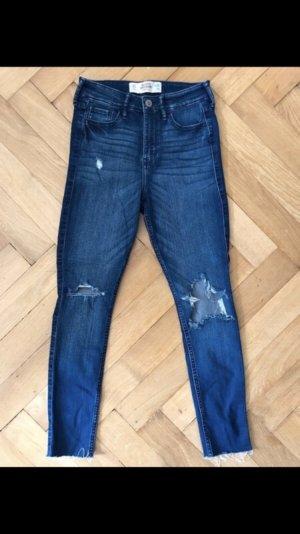 Hollistet Jeans mit Löchern