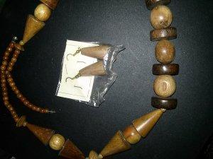Holzkette - Handarbeit aus Afrika - dazu Ohrringe aus Holz