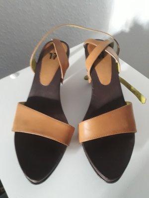 Görtz 17 Sandalias de tacón de tiras marrón madera