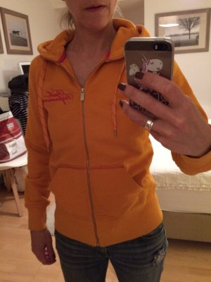 Hoodyjacke vom Schwedischen It-Sportanbieter Peak Performance