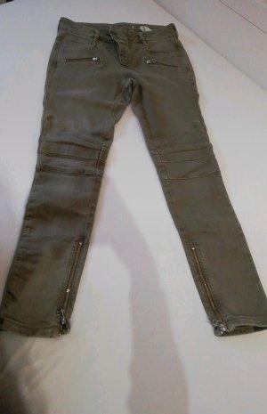 Pantalón de color caqui verde oscuro-caqui