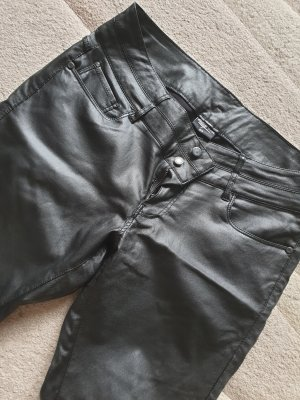 Takko Pantalón de cuero negro