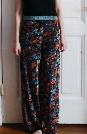 Hose aus Samt mit Blumenmuster