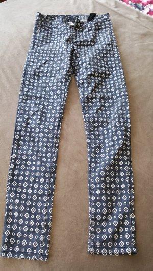 HM Pantalon strech blanc-bleu