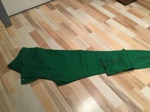 Hose in der Modefarbe grün, wunderbar bequem