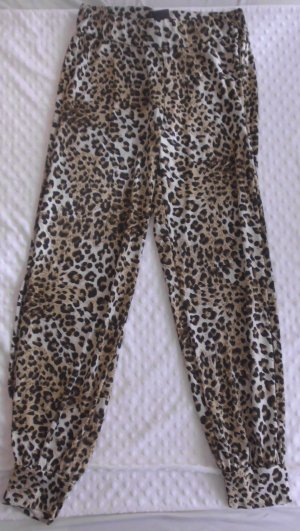 Hose in Leoparden-Optik mit langem Schlitz an den Beinen