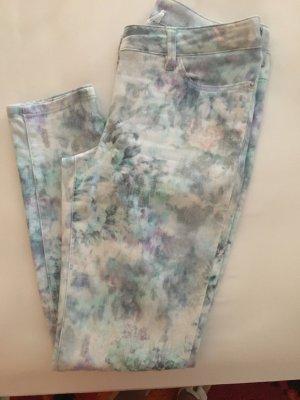 Hose mit Blütendruck