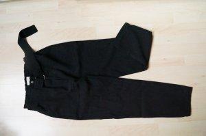 Hose mit Gürtel und Schnalle
