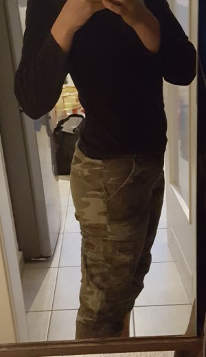 Hose mit Military-Muster