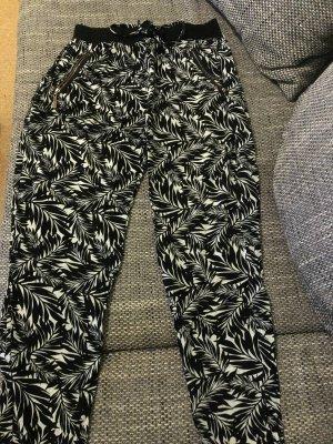Hose schwarz mit Muster