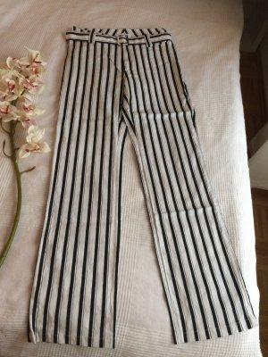 Hose von BERRY in Weiß-Schwarz neuwertig Gr. 38