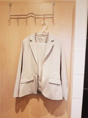 Style Tailleur pantalone crema