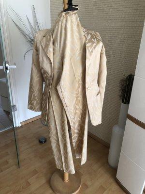 Traje de pantalón crema-color oro