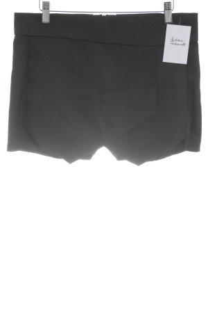 Falda pantalón negro estilo clásico