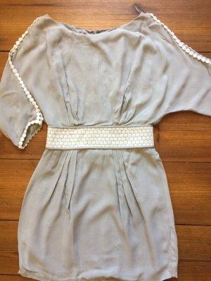 HOSS intropia: Traumhaftes Kleid in grau mit Stickereien. Gr. 34/ xs