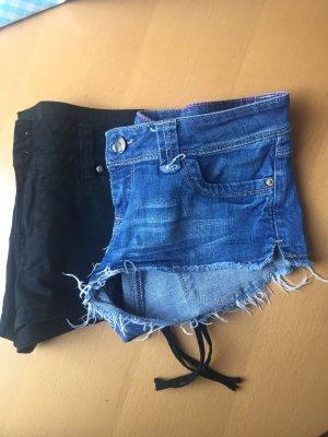 Hot Pans in Jeans und schwarz