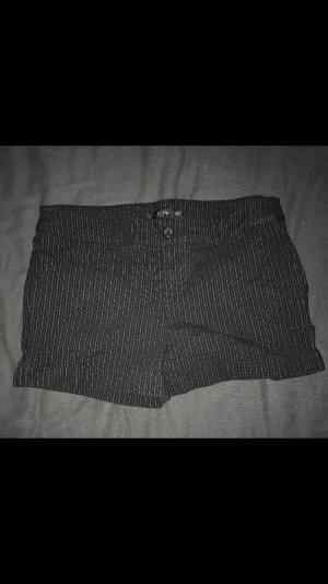 Hot Pant schwarz mit Nadelstreifen