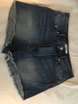 Hot pants, Bluse, Pullover Kombination für Spottpreis