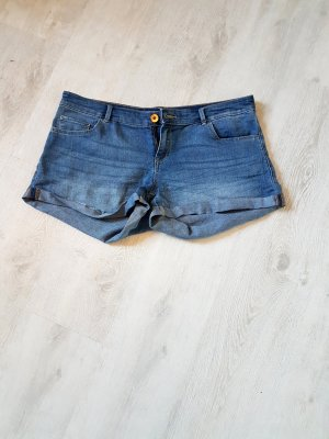 Hot-Pants in Jeansstoff