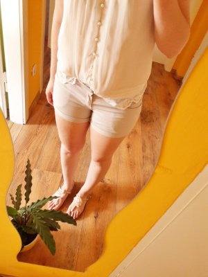 Hot Pants Shorts hellgrau nude Gr. 36