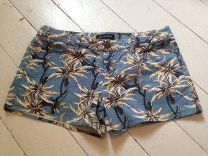 Hot Pants von Mango mit Palmenmuster