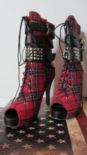 Hot Peep Toe Boots von Abbey Dawn - Musthave für jedes Rockchick