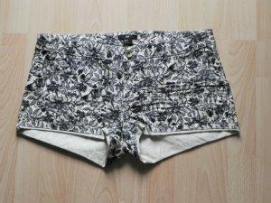 Hotpant mit black&white Blumenmuster