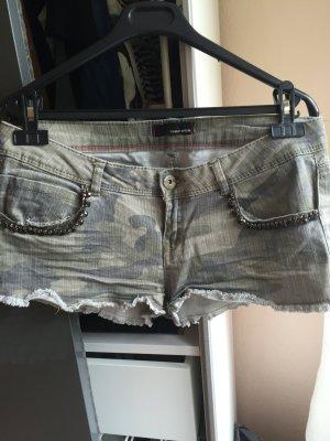 Hotpants im Militär Look