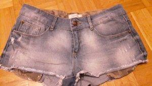 Hotpants mit ausgefransten Hosenenden