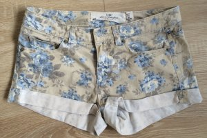 Hotpants mit Blümchenmuster