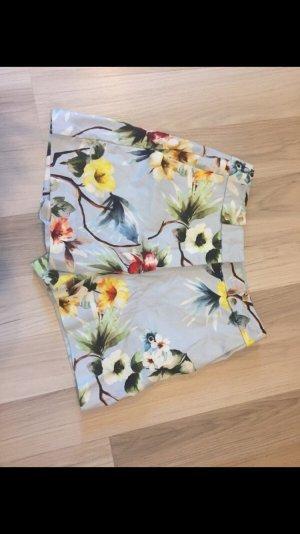 Hotpants mit Blumenmuster