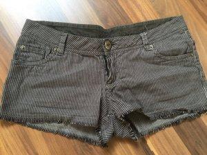 Hotpants mit Nadelstreifen